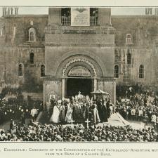 A sede do Catholicos de todos os armênios é em Etchmiadzin na Armênia