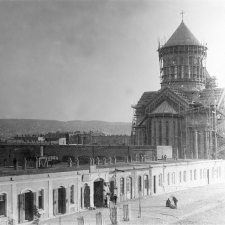 O primeiro poço de petróleo em Baku foi perfurado por Ivan Mirzoev (Hovhannes Mirzoyan) em 1871